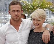 "<p>Cast members Michelle Williams (R) and Ryan Gosling pose during a photocall for the film ""Blue Valentine"" at the 63rd Cannes Film Festival May 18, 2010. REUTERS/Jean-Paul Pelissier</p>"