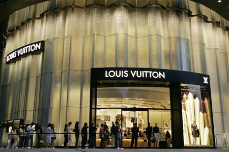 Shoppers stand in a queue for a newly opened Louis Vuitton shop on Orchard Road in downtown Singapore July 9, 2009. REUTERS/Joel Boh