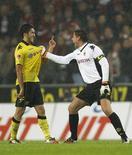 <p>O goleiro Roman Weidenfeller e Nuri Sahin comemoram gol do Borussia Dortmund na vitória sobre o Cologne. REUTERS/Ina Fassbender</p>