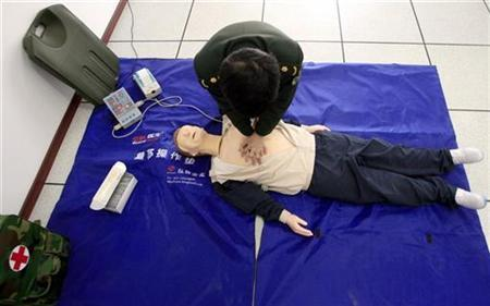 A People's Liberation Army (PLA) soldier practices his resuscitation techniques during a briefing at a new training centre for the army's peacekeeping troops in the town of Huairou, located on the outskirts of Beijing November 19, 2009. REUTERS/David Gray
