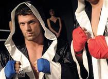 <p>Boxeador Clemente Russo posa em Milão. Os famosos estilistas italianos Domenico Dolce e Stefano Gabbana vão patrocinar uma equipe de boxe pela primeira vez. 18/10/2010 REUTERS/Paolo Bona</p>