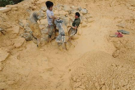 Laborers work at the site of a rare earth metals mine in Nancheng county, Jiangxi province, October 20, 2010. REUTERS/Stringer