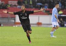 <p>O atacante brasileiro Robinho comemora após marcar gol do Milan contra o Napoli. REUTERS/Ciro De Luca</p>