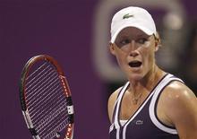 <p>Саманта Стосур после победы над Франческой Скьявоне на турнире в Дохе, 26 октября 2010 года. В среду Саманта Стосур (Австралия) сыграет с Каролин Возняцки из Дании в рамках итогового теннисного турнира WTA, проходящего в Дохе. REUTERS/Fadi Al-Assaad</p>