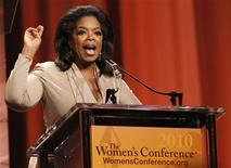 "<p>Oprah Winfrey speaks after accepting the Minerva award at ""The Women's Conference 2010"" in Long Beach, California October 26, 2010. REUTERS/Mario Anzuoni</p>"