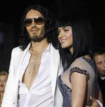 "<p>Foto de archivo del actor Russell Brand y su esposa, Katy Perry, durante el estreno del filme ""Get Him to the Greek"" en Los Angeles, EEUU, mayo 25 2010. El actor y defensor de los derechos animales Russell Brand y su esposa, la cantante Katy Perry, recibieron el viernes un inusual regalo de dos grupos defensores de los derechos animales en India: un novillo bautizado en honor a Brand. REUTERS/Mario Anzuoni</p>"
