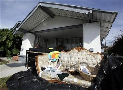 A piano sits amongst possessions outside a foreclosed home in Los Angeles, California, October 25, 2010. REUTERS/Lucy Nicholson