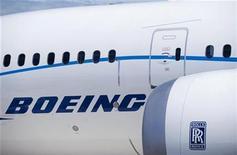 <p>Imagen de archivo de un avión de Boeing durante una muestra en Farnborough, Inglaterra. Jul 19 2010 Boeing dijo el jueves que BOC Aviation ordenó ocho aviones 777 en la semana que terminó el 2 de noviembre, una compra que podría valorarse en 2.700 millones de dólares. REUTERS/Kieran Doherty</p>