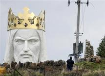 <p>A man stands near the crowned head of a statue of Jesus being built in Swiebodzin, 110 km (68 miles) west of Poznan, western Poland, November 4, 2010. REUTERS/Kacper Pempel</p>