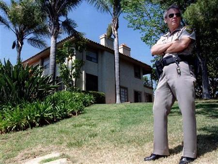 A California Highway Patrol officer stands watch over what has become known as ''The Mansion of Death,'' site of the Heaven's Gate cult suicide, March 27, in the Rancho Santa Fe area of Encinitas. Eighteen men and 21 women died in the reported belief that they would be taken to a spaceship following the Hale-Bopp comet. REUTERS/Str Old