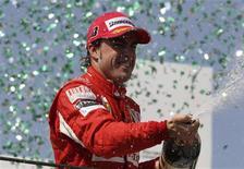 <p>Espanhol Fernando Alonso, da Ferrari, terá que deter os dois carros da equipe Red Bull em Abu Dhabi para conquistar o tricampeonato mundial da Fórmula 1. REUTERS/Bruno Domingos</p>