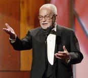 <p>Produtor Dino De Laurentiis aceita prêmio David O. Selznick no Guild Awards em Los Angeles, em 2004. De Laurentiis morreu aos 91 anos, informou a mídia italiana nesta quinta-feira. 17/01/2004 REUTERS/Jim Ruymen/Arquivo</p>
