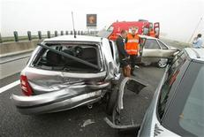 <p>A French firefighter assist a driver shaked after a pile up due to the fog on the Paris-Bruxelles motorway near Cambrai, northern France, early morning August 9, 2003. REUTERS/Pascal Rossignol</p>