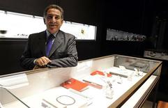 <p>Italian jeweller Cesare Settepassi poses in his jewellery store downtown in Milan November 9, 2010. REUTERS/Paolo Bona</p>