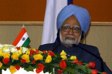 Prime Minister Manmohan Singh speaks during a news conference in New Delhi December 5, 2008. REUTERS/B Mathur/Files