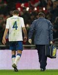 """<p>Capitão do Liverpool, Steven Gerrard, ficará afastado dos gramados após ter sofrido uma lesão """"significativa"""" durante amistoso da Inglaterra contra a França. REUTERS/Eddie Keogh</p>"""