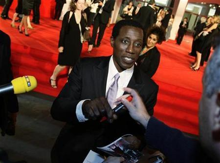 Wesley Snipes signs autographs during the red carpet for the premiere of the movie ''Brooklyn's Finest'' at the 66th Venice Film Festival September 8, 2009. REUTERS/Tony Gentile