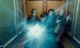 """<p>Foto publicitária do ator Daniel Radcliffe em cena do filme """"Harry Potter e as Relíquias da Morte, Parte 1"""". REUTERS/Warner Bros</p>"""