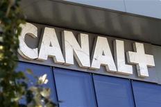 <p>Canal+ deviendra mercredi la première chaîne de télévision nationale historique à passer au tout numérique. /Photo d'archives/REUTERS/Charles Platiau</p>