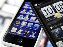 <p>Le trafic mondial de données via l'internet mobile a enregistré en octobre son rythme de croissance le plus élevé en sept mois, selon Opera, le leader mondial des navigateurs pour l'internet mobile. Le trafic internet transitant via son navigateur Opera Mini a progressé de 15% entre septembre et octobre, affichant une hausse de 134% par rapport à l'année précédente. /Photo d'archives/REUTERS/Nicky Loh</p>