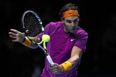 <p>Rafael Nadal, derrotou Novak Djokovic no ATP World Tour Finals depois que o sérvio sofreu um problema no olho. REUTERS/Stefan Wermuth</p>