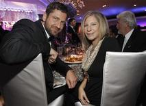 <p>Gerard Butler (L) and Barbra Streisand attend the Governors Ball after the 82nd Academy Awards in Hollywood, March 7, 2010. REUTERS/Mario Anzuoni</p>