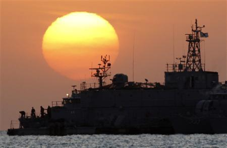 South Korean naval sailors (bottom L) stand on its floating base as the sun rises off Yeonpyeong Island November 28, 2010. REUTERS/Jo Yong-Hak