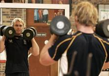 <p>South Africa rugby union player Schalk Burger is reflected in a mirror while lifting weights at a gym training session during the Rugby World Cup in Noisy le Grand near Paris September 24, 2007.   REUTERS/Howard Burditt</p>