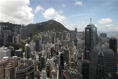 <p>A view of Hong Kong's financial district is seen in Hong Kong July 8, 2010. REUTERS/Tyrone Siu</p>