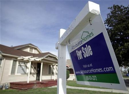 A home for sale is seen in Los Angeles, California, October 25, 2010. REUTERS/Lucy Nicholson