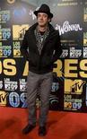 <p>Imagen de archivo del cantante argentino Gustavo Cerati, en los premios MTV en Buenos Aires. Sep 30 2009 El músico argentino Gustavo Cerati, quien se encuentra en estado de coma desde mayo tras sufrir un accidente cerebro vascular (ACV), presentó señales de reacción a estímulos térmicos, comunicó el viernes la clínica donde se encuentra internado. REUTERS/Enrique Marcarian/ARCHIVO</p>