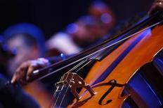 <p>Музыкант Мальтийского филармонического оркестра исполняет партию на виолончели, Валлетта 19 июля 2009 года. Ниже представлены некоторые культурные события, которые произойдут в Москве сегодня, 6 декабря. REUTERS/Darrin Zammit Lupi</p>