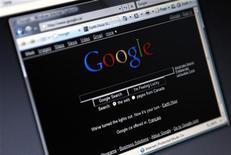 <p>Поисковая страница Google на мониторе, сфотографированном в Торонто, 29 марта 2008 года. Первые ноутбуки на базе операционной системы Google Chrome поступят в продажу позже, чем ожидалось, и лишь после праздничного сезона. REUTERS/Mark Blinch</p>