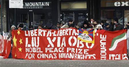 A group of well-wishers take part in a rally to voice their support for the awarding of this year's Nobel Peace Prize to jailed Chinese dissident Liu Xiaobo on a street in Oslo December 10, 2010. REUTERS/Lise Aserud/Scanpix