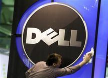 <p>Dell est parvenu à un accord pour le rachat de la société de stockage de données Compellent Technologies pour environ 960 millions de dollars (724 millions d'euros). /Photo d'archives/REUTERS/Thomas Peter</p>