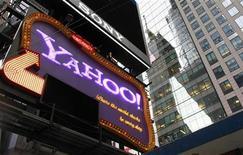 <p>La compagnie internet Yahoo se prépare à licencier plus de 600 salariés, soit 4 à 5% de ses effectifs, selon deux sources proches du dossier. /Photo prise le 19 octobre 2010/REUTERS/Brendan McDermid</p>