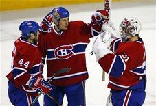 """<p>Игроки """"Монреаля"""" радуются победе над """"Бостоном"""", Монреаль 16 декабря 2010 года. """"Монреаль"""" прервал серию из трех поражений подряд, в четверг вечером дома обыграв """"Бостон"""" со счетом 4-3 в регулярном чемпионате Национальной хоккейной лиги (НХЛ). REUTERS/Shaun Best</p>"""