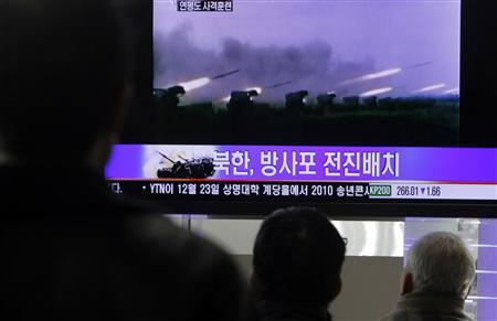 People watch a news report featuring old video footage of a North Korean firing drill, at a railroad station in central Seoul in this December 20, 2010 file photo. REUTERS/Truth Leem