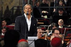 <p>Michael Bolton sings during a traditional Christmas concert in the frescoed basilica of St Francis of Assisi, central Italy, December 19, 2010. REUTERS/Stringer</p>