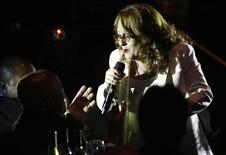 <p>Teena Marie canta ao fundador da Motown durante homenagem no Cedars-Sinai Medical Center Heart Foundation em Beverly Hills, 7 de junho de 2008. Marie faleceu em 26 de dezembro de 2010, aos 54 anos. REUTERS/Gus Ruelas</p>