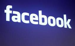 <p>Foto de archivo del logo de Facebook en la sede de la firma en Palo Alto, EEUU, mayo 26 2010. Facebook ha superado a Google por primera vez como la página de Internet más visitada en Estados Unidos durante la mayor parte del 2010. REUTERS/Robert Galbraith</p>