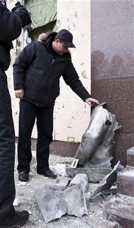 Police officers inspect the remains of a statue of Soviet dictator Josef Stalin after an explosion in the town of Zaporozhye, some 500 km (310 miles) southeast of the capital Kiev January 1, 2011. REUTERS/Stringer