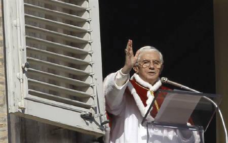 Pope Benedict XVI delivers his weekly Angelus blessing to the crowd gathered below in Saint Peter's square at the Vatican January 9, 2011. Pope Benedict called on Monday for Pakistan to repeal its anti-blasphemy law. REUTERS/Alessandro Bianch