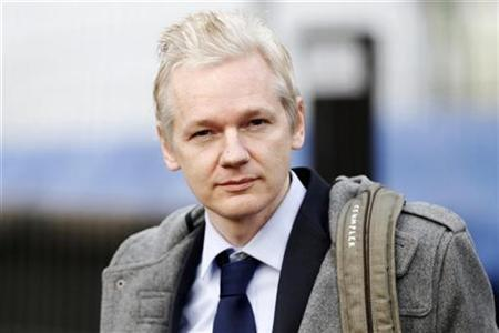 Wikileaks founder Julian Assange arrives at Belmarsh Magistrates' Court in London, January 11, 2011. REUTERS/Andrew Winning
