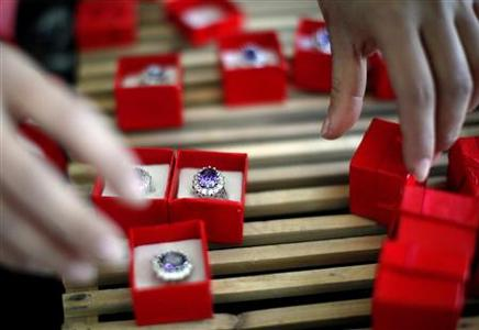 An employee packages replicas of the British royal engagement ring at a jewellery factory in Yiwu, Zhejiang province January 12, 2011. Chinese manufacturers are cashing in on the British royal wedding craze as they churn out tens of thousands of replica royal engagement rings for the world. BRITAIN ROYAL/RING REUTERS/Carlos Barria