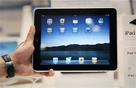 A salesman displays an Apple iPad during its launch in Singapore July 23, 2010. REUTERS/Vivek Prakash