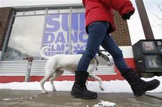 <p>Sheila Harmon of Park City walks her dog Lola past the Kimball Art Center before the start of the Sundance Film Festival in Park City, Utah, January 19, 2011. REUTERS/Jim Urquhart</p>
