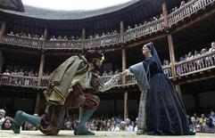 <p>Actors Dominic Rowan (L) and Miranda Raison perform as Henry VIII and Anne Boleyn in Shakepeare's Henry VIII at the Globe theatre in London July 6, 2010. REUTERS/Luke MacGregor</p>