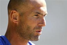 <p>O ex-jogador de futebol francês Zinedine Zidane é visto em Clairefontaine, perto de Paris, 1o de setembro de 2010. REUTERS/Charles Platiau</p>