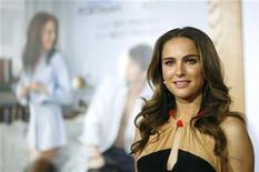 """<p>Natalie Portman pna estreia do filme """"Sexo Sem Compromisso"""" em Los Angeles. O filme assumiu o primeiro lugar nas bilheterias da América do Norte no final de semana. 11/01/2011 REUTERS/Mario Anzuoni</p>"""